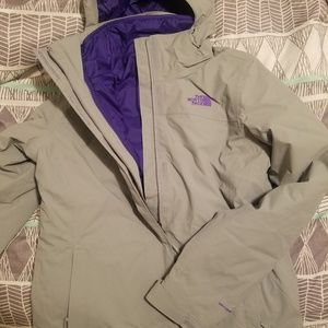 Size small women's North Face coat.